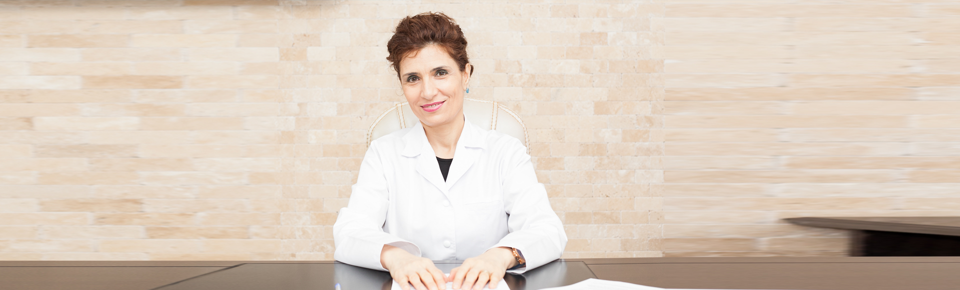 Despre doamna Dr. Cristina Farcaș